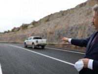 Gesi Fatih Mahallesinde 1 kilometrelik yolun asfaltını sererek yol çizgisini tamamladı