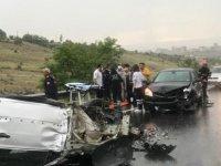 Kayseri'de kayganlaşan yolda meydana gelen kazada 1'i ağır 3 kişi yaralandı